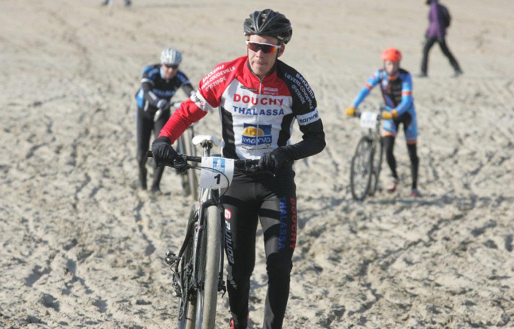 beachseries-lekke-band-voor-ronan-van-zandbeek