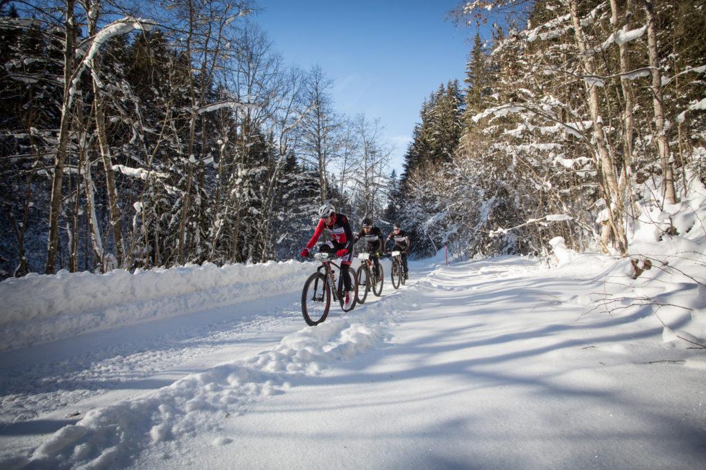 Van Eck sleurt op kop in de laatste rit van het Snowbike Festival. Foto: Nick Muzik